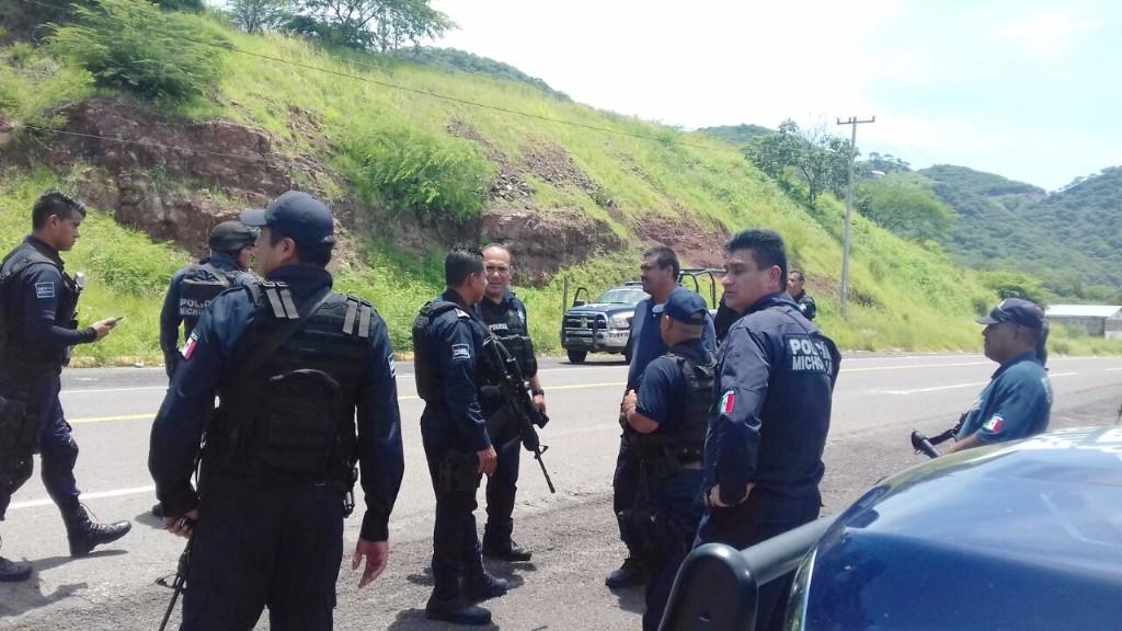 policia-michoacan-carretera-robo