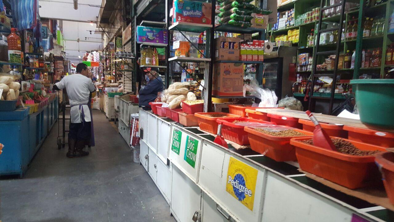 comerciante legumbres semillas mercado independencia