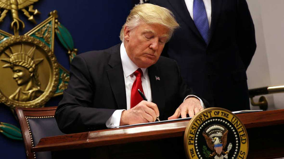 donald trump firma decreto