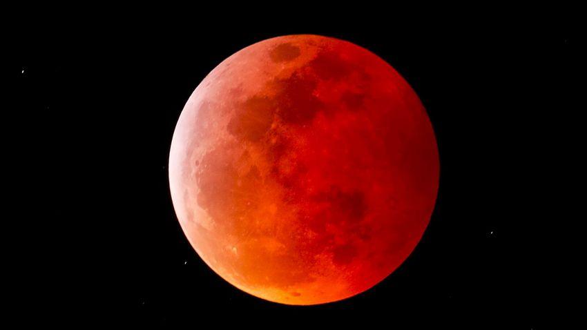 Luna de sangre vista desde Encinitas, California